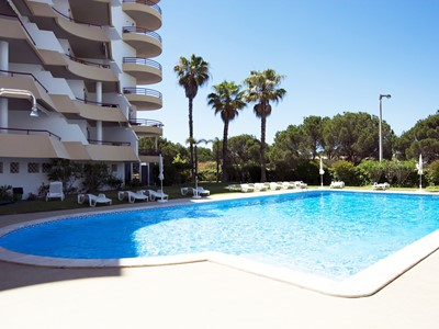 Sundeck - 2 bedroom apartment in Vilamoura with pool, sleeps 5.