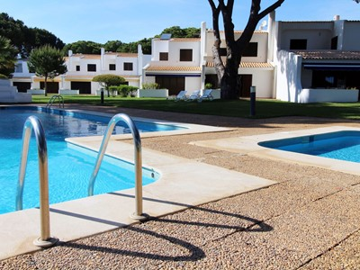 Vilamoura Spring - Magnificent Villa with 3 bedrooms, A/C, shared pool & BBQ