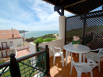 Pristine - Superb 2 bedroom apartment with sea and pool views on São Martinho do Porto complex
