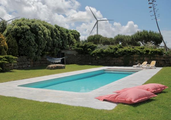 Private pool and relaxing garden in Ericeira holiday home