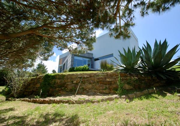Outside view of Vale da Praia Beach House from private garden