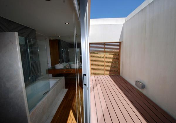 Mr & Mrs bathroom with private outside area