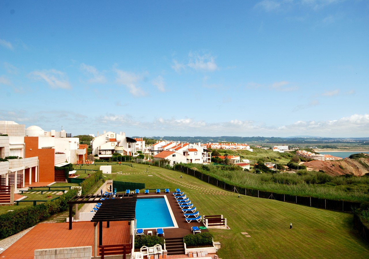 View over São Martinho do Porto bay