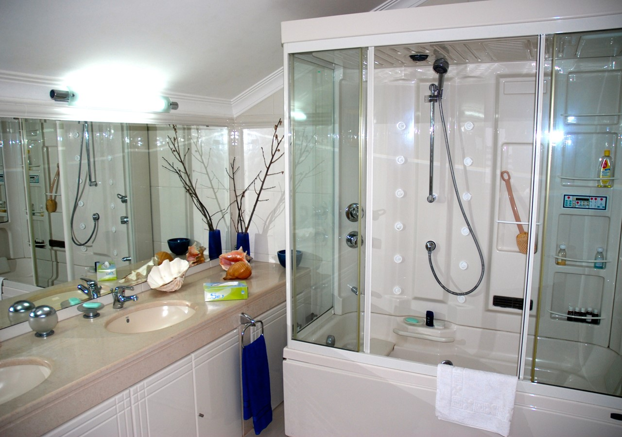 Luxurious shower cubicle