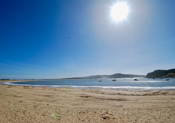 São Martinho do Porto sunny beach