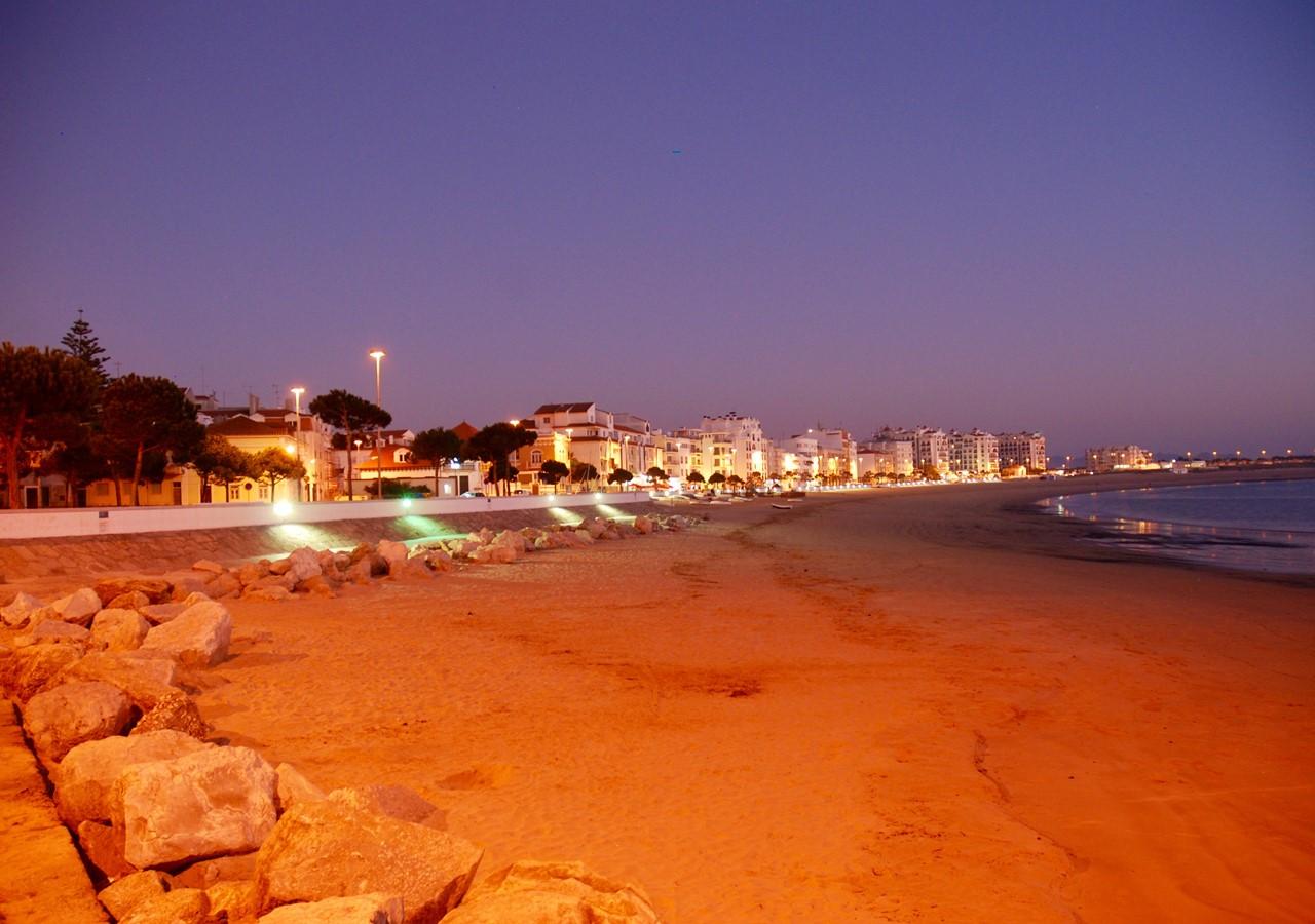 Sao Martinho Do Porto At Night