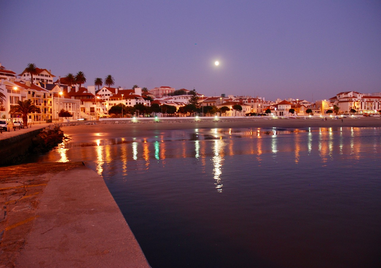 Sao Martinho Do Porto At Night
