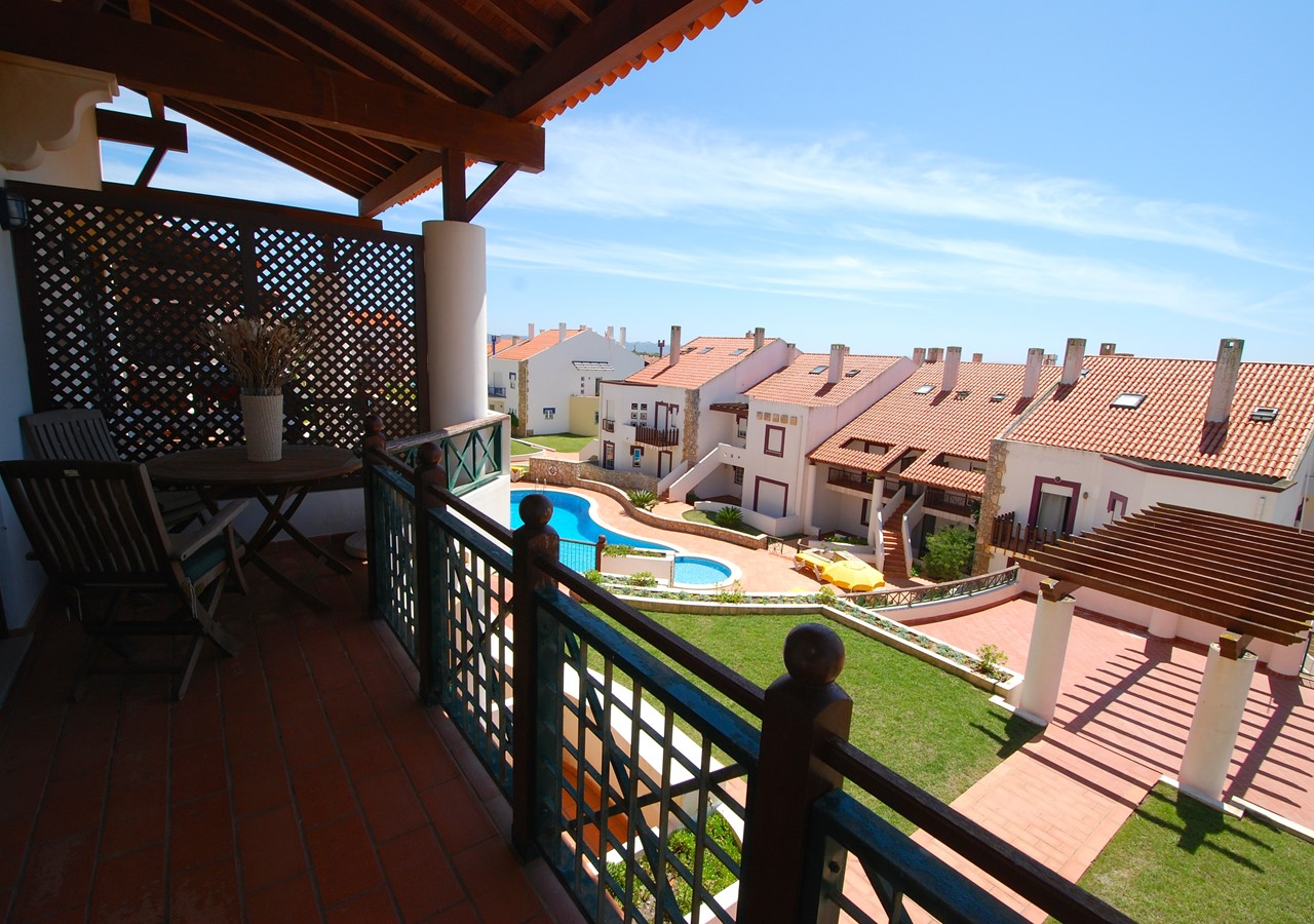 Balcony with view over the pool