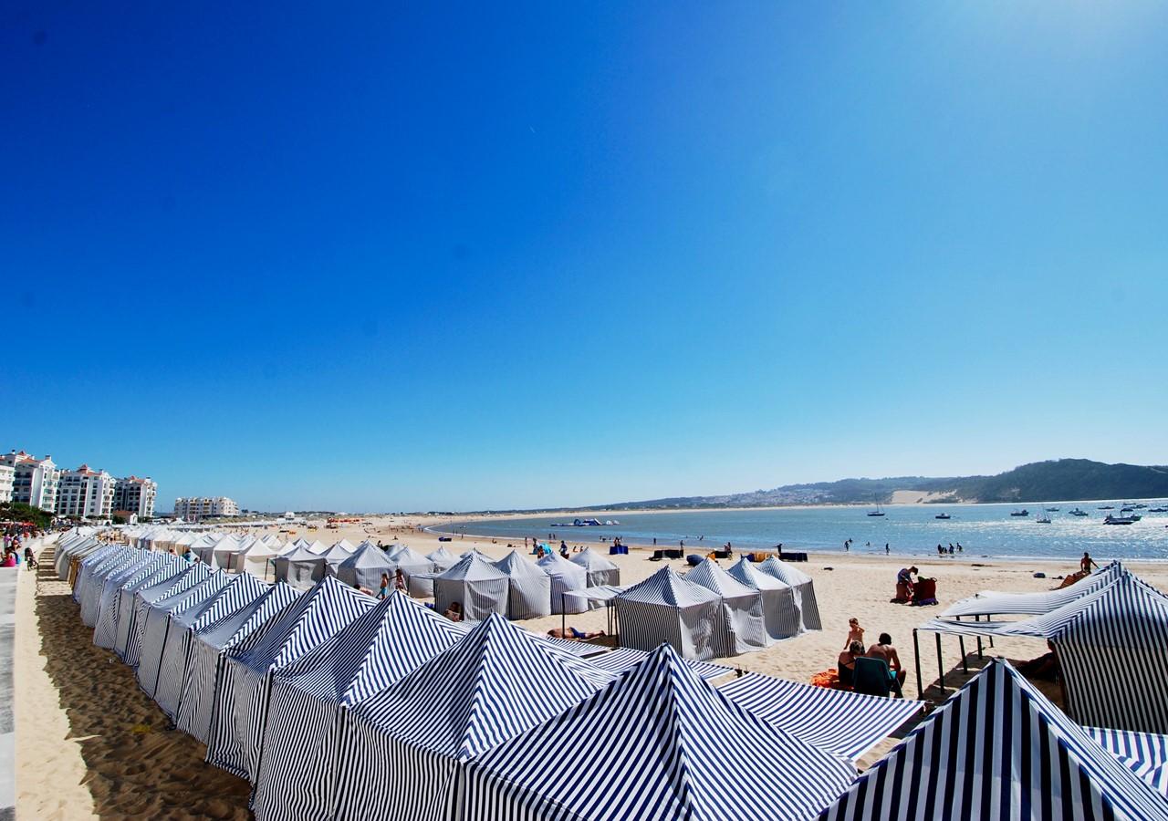 São Martinho do Porto beach cabins