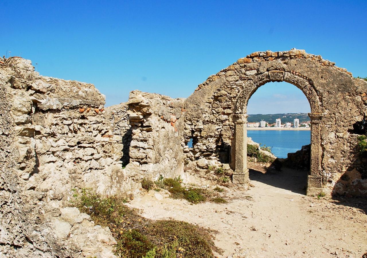 Ruins in São Martinho do Porto