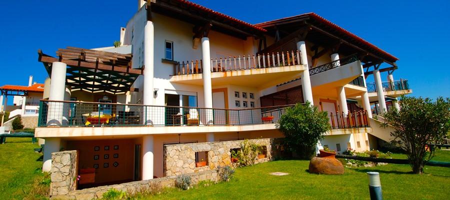 Front view of duplex Cereja