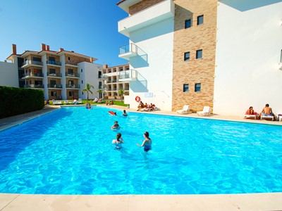 Cast - Lovely 2 bedroom apartment with pool in Sao Martinho Do Porto, sleeping 5