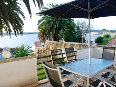 Ocean - Beautiful 3 bedroom apartment with sea views, pool and just 75 metres to the beach