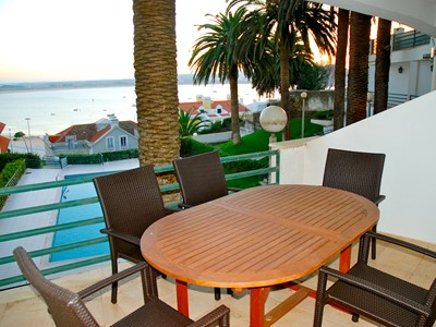 Palm Tree - Sea view 3 bedroom apartment (sleeps 10) in Sao Martinho Do Porto, with pool, 65 metres to beach