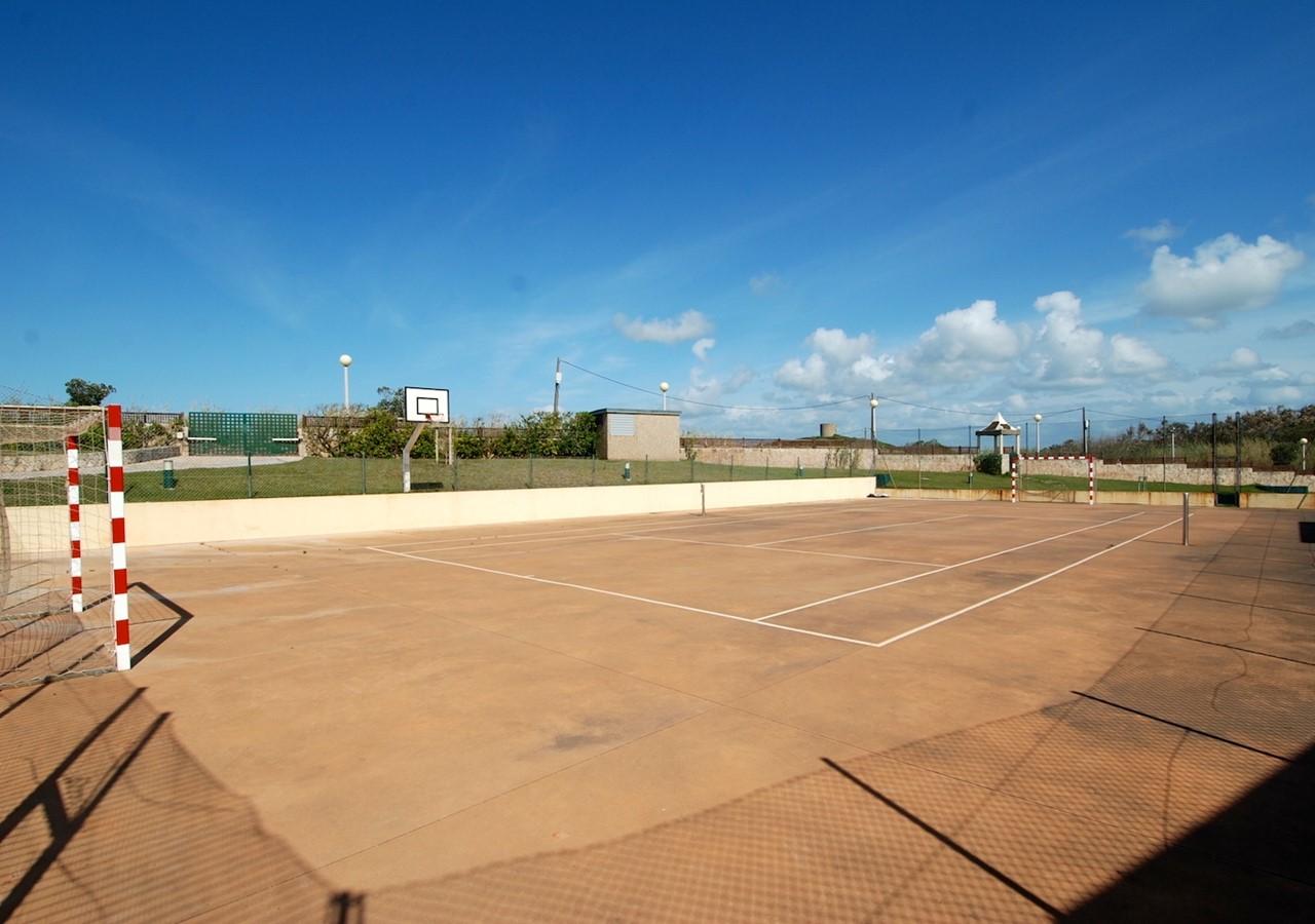 Tennis court in São Martinho holiday complex
