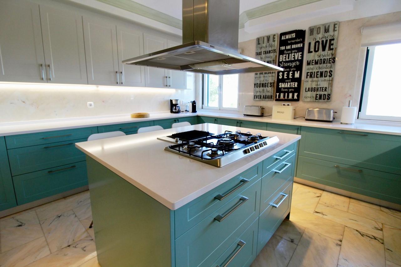 Well equipped kitchen in villa in Ferragudo, Algarve