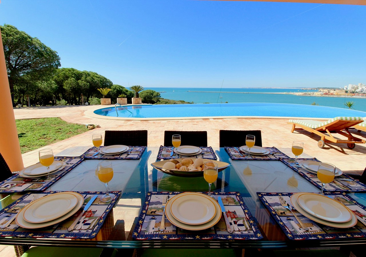 Large and covered dining area in holiday villa in the Algarve