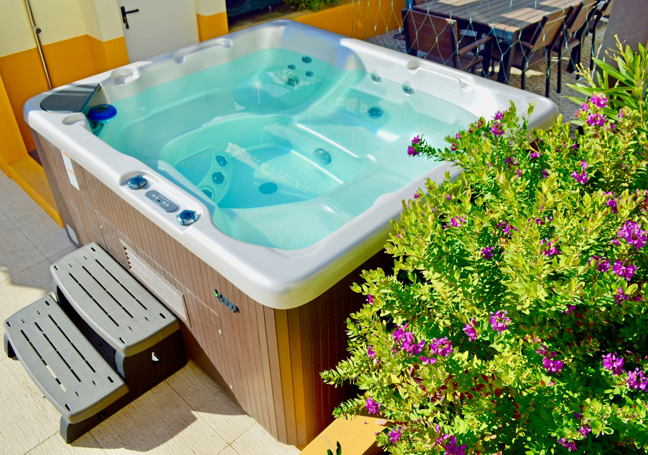Private outdoor hot tub in Casa Grande Holiday Home