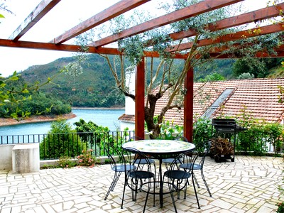 Riverside - Magnificent 3-bedroom house with spectacular river views in idyllic location
