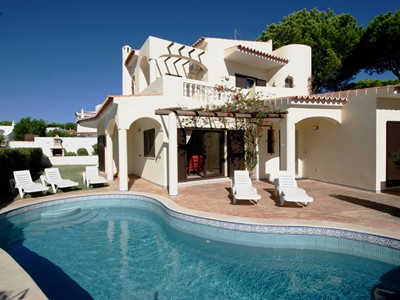 Villa Lucio Retreat - Private Villa with Pool, generous garden and Free Wi-Fi