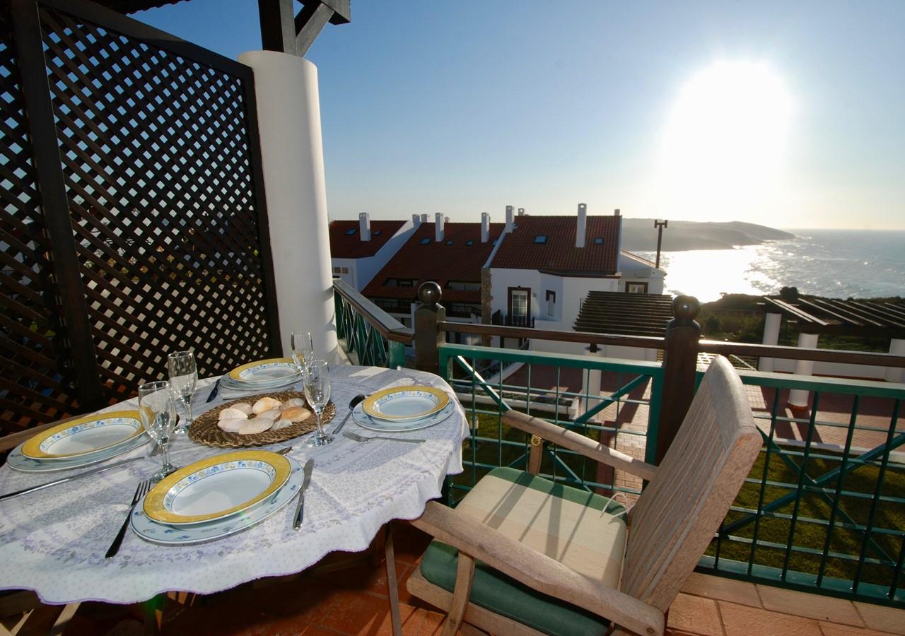 Balcony with view over the ocean in São Martinho do Porto