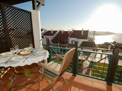 Seasons - Beautiful three bedroom duplex with views over pool and sea