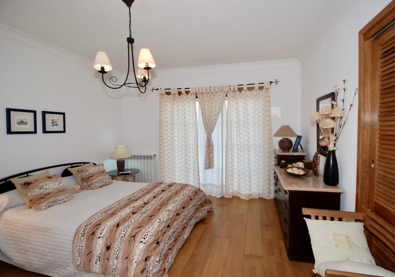 Bedroom With Access To Gardens