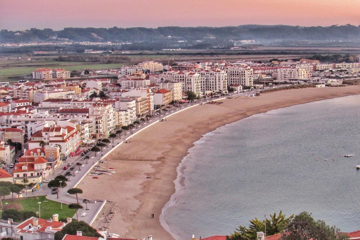 Beachfront Dining Options In Sao Martinho Do Porto