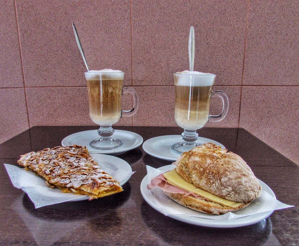 Many Cafes To Quench Your Thirst In Sao Martinho Do Porto