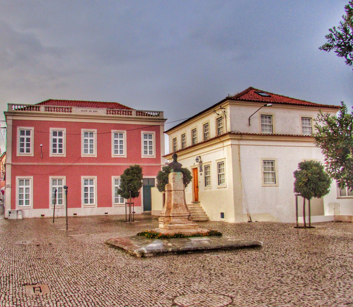 Old Town Shopping And Stunning Squares In Sao Martinho Do Porto