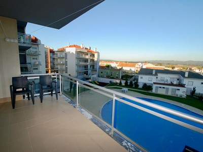 Solar - Sea view 3 bedroom apartment in São Martinho do Porto with pool - just 200 metres to the beach