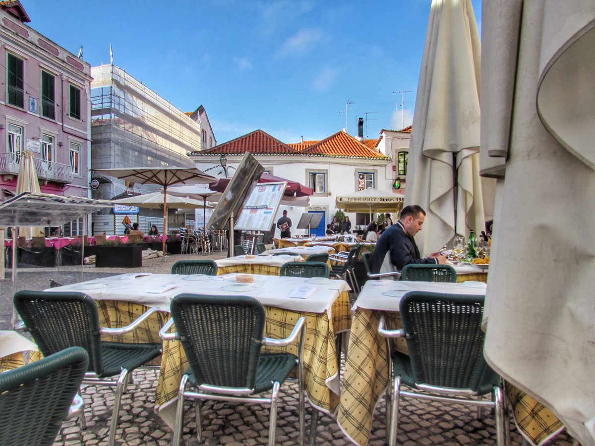 Pick You Spot For An Outdoor Meal Anytime Of Year In Cascais