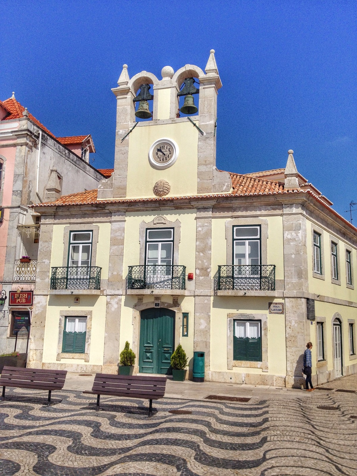Take In History While You Shop In Cascais 1