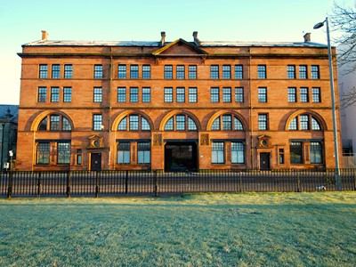 Terracotta - Beautiful 3 bedroom Glasgow city centre apartment in historic sandstone conversion overlooking Glasgow Green