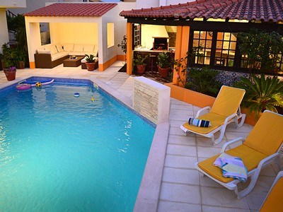 Casa Grande - Substantial 8-bedroom villa (sleeps 22) located in the heart of São Martinho do Porto with heated pool