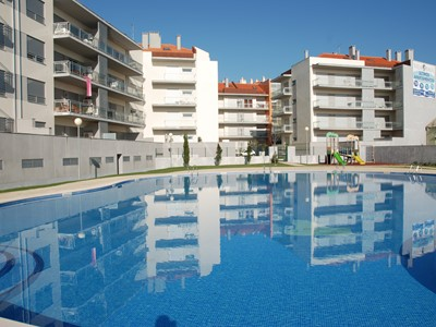 Sail - 3 bedroom apartment in São Martinho do Porto with pool, 200 metres to the beach, sleeping 8 people