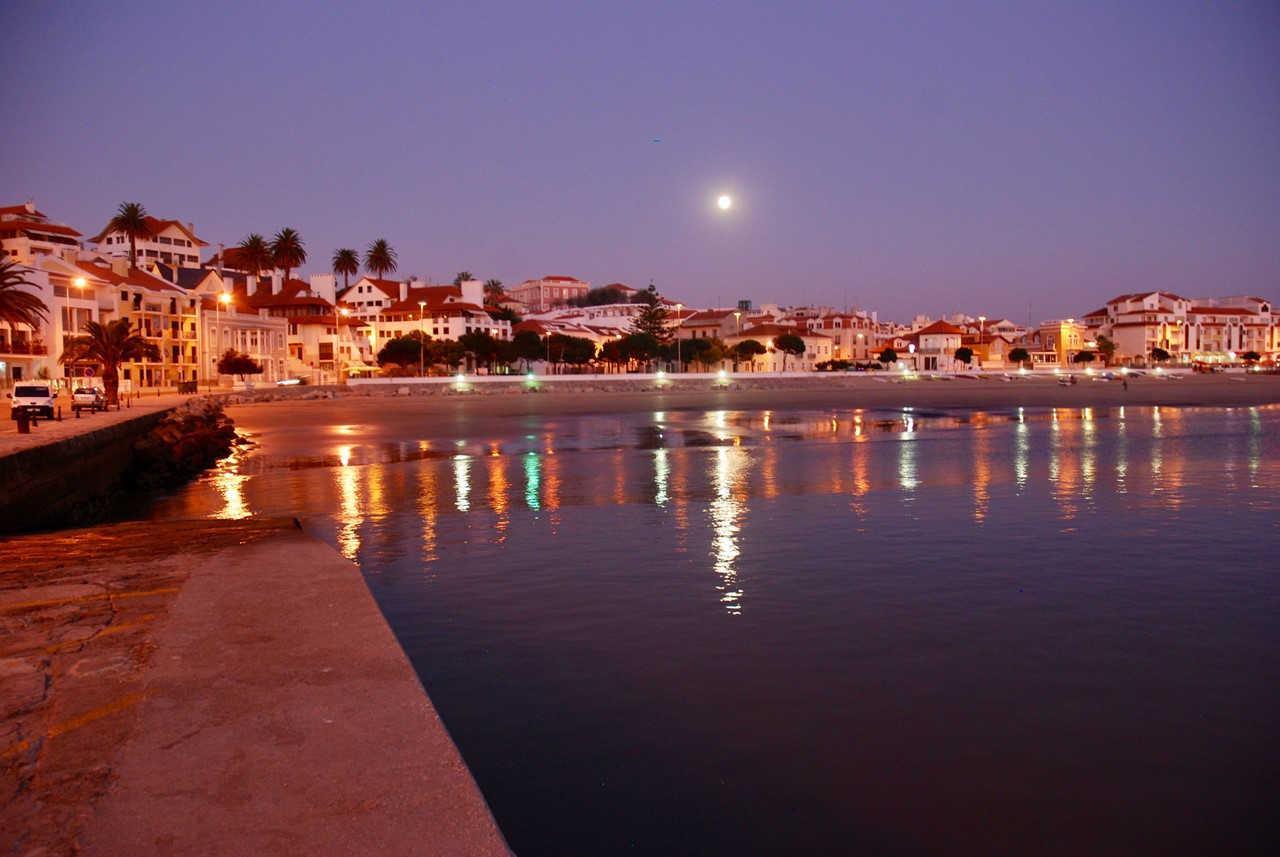 São Martinho do Porto at night