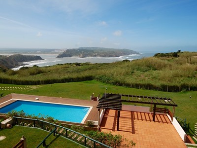 Azure - Sea View 2 bedroom apartment in great Sao Martinho holiday complex