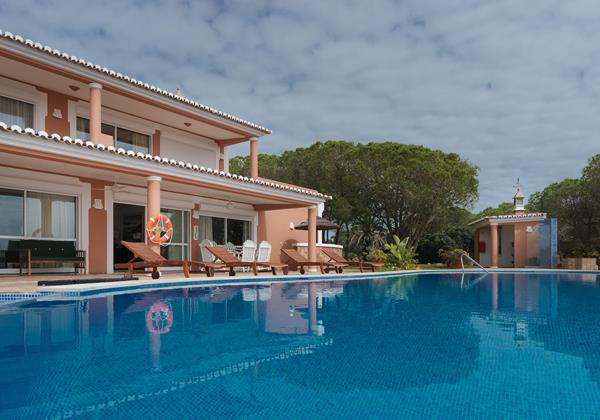 Wonderful pool in villa in Vilamoura