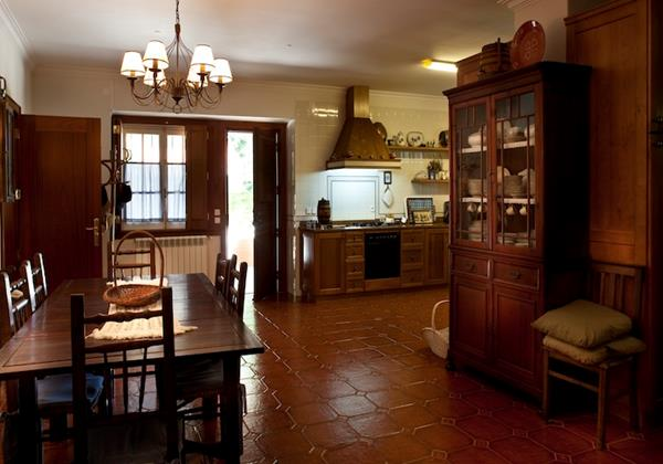 Large and well equipped kitchen