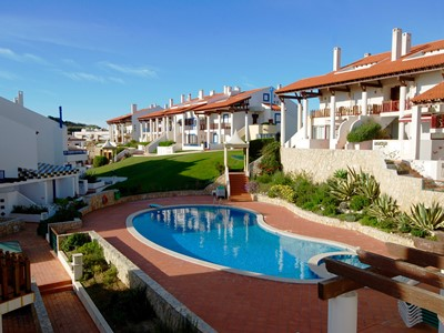 Sunshine - Outstanding 3 bedroom, 2 bathroom apartment with excellent view of both Sao Martinho Bay and the Atlantic Ocean.